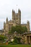 Abadía del baño vista a través de jardines del desfile Imagen de archivo libre de regalías