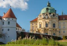Abadía del monasterio de Klosterneuburg en un día soleado imagen de archivo libre de regalías
