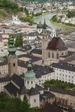 Abadía del ` s de San Pedro y la ciudad vieja de Salzburg Imagen de archivo libre de regalías