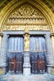 abadía del weinstmister de la ventana color de rosa adentro y pared antigua de mármol Fotografía de archivo libre de regalías