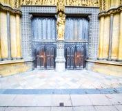 abadía del weinstmister de la ventana color de rosa en puerta vieja de la iglesia de Londres y el mA Fotografía de archivo