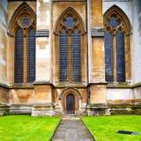 abadía del weinstmister de la ventana color de rosa en puerta vieja de la iglesia de Londres y el mA Imagenes de archivo