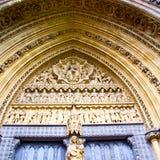 abadía del weinstmister de la ventana color de rosa en puerta vieja de la iglesia de Londres y el mA Imágenes de archivo libres de regalías