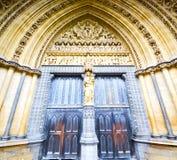 abadía del weinstmister de la ventana color de rosa en puerta vieja de la iglesia de Londres y el mA Foto de archivo libre de regalías