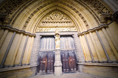 abadía del weinstmister de la ventana color de rosa en puerta vieja de la iglesia de Londres y el mA Fotografía de archivo libre de regalías