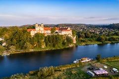 Abadía e iglesia benedictinas en Tyniec cerca de Kraków, Polonia Foto de archivo libre de regalías