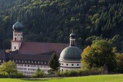 Abadía en el bosque negro, Alemania, Munstertal Fotos de archivo libres de regalías