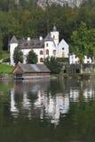Abadía en la orilla del lago Imágenes de archivo libres de regalías