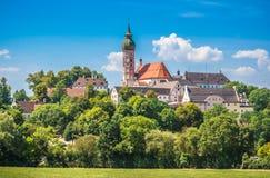 Abadía en verano, distrito de Starnberg, Baviera superior, Alemania de Andechs Imagen de archivo