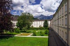 Abadía grande buiilding en las montañas austríacas Foto de archivo