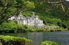 Abadía irlandesa del kylemore del lago Imágenes de archivo libres de regalías