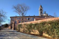 Abadía vieja. La Morra, Italia norteña. Fotografía de archivo