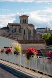 Abadía y flores del St Hilario en Aude Imágenes de archivo libres de regalías
