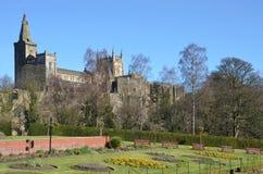 Abadía y parque Imagenes de archivo