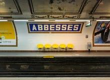 Abadesas estación de metro, París, Francia Fotos de archivo