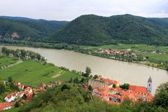 Abadia de Durnstein ao longo do rio de Danúbio Fotos de Stock