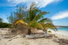 Abadoned-Boot im sandigen Strand in Antsiranana-Bucht Madagaskar Lizenzfreie Stockfotos