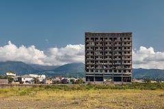 Abadoned byggnad på stranden av Kobuletien Georgia Arkivfoton