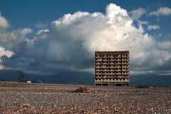 Abadoned byggnad på stranden av Kobuletien Georgia Royaltyfria Foton
