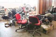 Abadoned kontorsutrustningar Arkivfoto