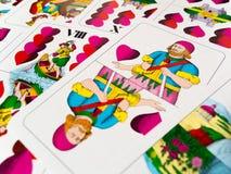 Abaissez Jack d'Allemand de coeurs jouant des cartes Images stock