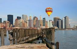 abaissez l'horizon de Manhattan Photo libre de droits