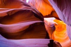 Abaissez la beauté de grès d'antilope Formations rouges et oranges colorées de grès à l'intérieur de canyon inférieur d'antilope, Photographie stock libre de droits