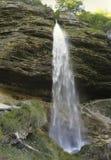 Abaissez la cascade à écriture ligne par ligne de Pericnik dans les Alpes juliens Images libres de droits