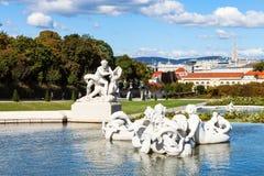 Abaissez la cascade dans le jardin de belvédère, Vienne Photo stock