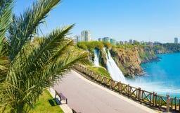 Abaissez la cascade de Duden à Antalya, Turquie Photographie stock libre de droits