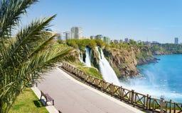 Abaissez la cascade de Duden à Antalya, Turquie Photographie stock
