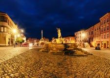 Abaissez la place d'Olomouc, le soir, République Tchèque Photo libre de droits