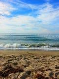 Abaissez la plage de chevalets Image libre de droits