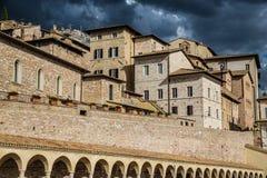 Abaissez la plaza de St Francis - Assisi, Italie Photo stock