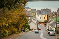Abaissez la rue de moulin à vent Youghal l'irlande Image stock
