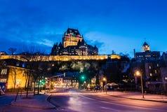 Abaissez la vieille ville Basse-Ville et le château de Frontenac la nuit - Québec, Canada Photos libres de droits