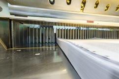 Abaissez la vue de face d'une guillotine de papier moderne - couteau Photo libre de droits