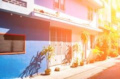 Abaissez la vue de panorama et de perspective d'une maison de rapport confortable dans le style français du 19ème siècle Le Vietn Image stock