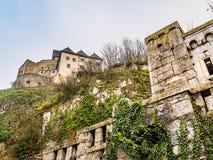 Abaissez la vue du château de Trencin, Slovaquie Photos stock