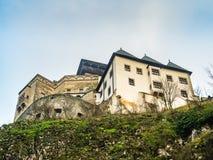 Abaissez la vue du château de Trencin, Slovaquie Photo libre de droits