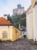 Abaissez la vue du château de Trencin, Slovaquie Images libres de droits