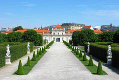 Abaissez le belvédère de palais et de parc à Vienne Photos stock