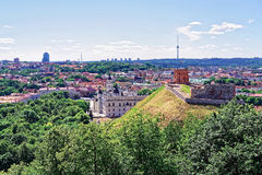 Abaissez le château et la tour à Vilnius en Lithuanie Images libres de droits