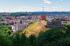 Abaissez le château et la tour Vilnius de la Lithuanie Photos libres de droits