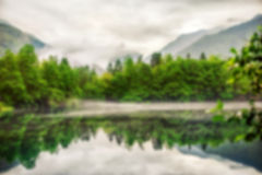 Abaissez le fond bleu d'abrégé sur defocus de tache floue de lac Photos stock