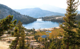 Abaissez le lac cathedral sur Sunny Summer Day, Yosemite, la Californie Images libres de droits