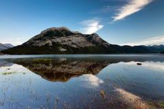 Abaissez le lac Kananaskis Photos stock