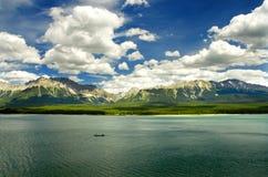 Abaissez le lac Kananaskis Image stock