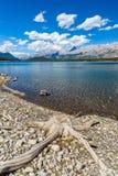 Abaissez le lac Kananaskis un jour chaud d'été Images libres de droits