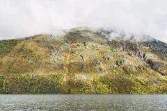 Abaissez le lac Multinskoe, montagnes d'Altai Russie Autumn Landscape Photos libres de droits